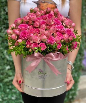 Կոմպոզիցիա «Դուրրաս» պիոն վարդերով