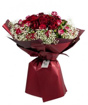 Ծաղկեփունջ «Մարտիգ» վարդերով և գիպսոֆիլիաներով