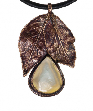 """Pendant """"CopperRight"""" made from natural plum leaf agate"""