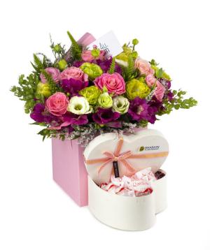 Կոմպոզիցիա «Համբուրգ» ծաղիկներով և քաղցրավենիքով
