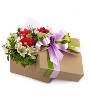 Կոմպոզիցիա «Անդրիա» վարդերով և քրիզանթեմներով