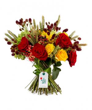 Ծաղկեփունջ «Վալետա» վարդերով և դաշտային ծաղիկներով