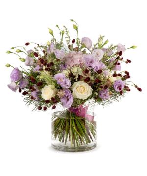 Ծաղկեփունջ «Աբերդին» վարդերով և դաշտային ծաղիկներով