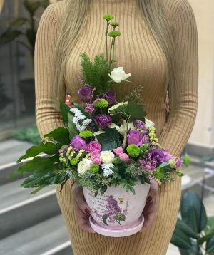 """Arrangement """"Portmore""""  with roses and chrysanthemums"""