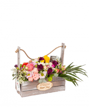 Կոմպոզիցիա «Շատլե» վարդերով, քրիզանթեմներով և ալստրոմերիաներով