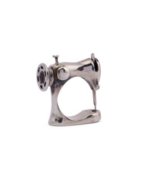 """Ring """"Kara Silver"""" Sewing machine"""