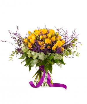 Ծաղկեփունջ «Օտտավա» վարդերով և գիպսոֆիլիաներով