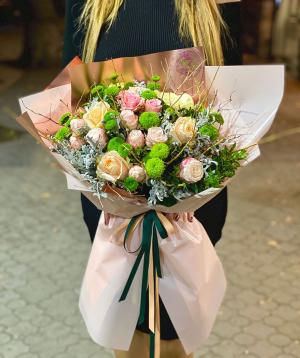 Ծաղկեփունջ «Բամբերգ» վարդերով և քրիզանթեմներով