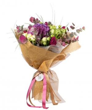 Ծաղկեփունջ «Վիտեբսկ» հորտենզիաներով, վարդերով