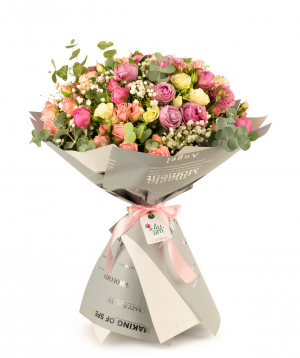 """Bouquet """"Hurghada"""" with roses and gypsophilias"""