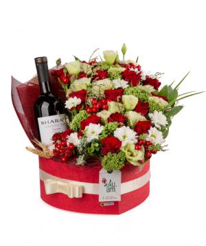 Կոմպոզիցիա «Պետերհոֆ» ծաղիկներով և խմիչքով