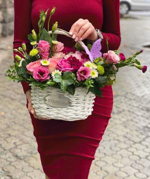 Կոմպոզիցիա «Շավերիա » վարդերով և լիզիանտուսներվ