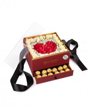 Կոմպոզիցիա «Արտեմիդա» ծաղիկներով և շոկոլադե կոնֆետներով