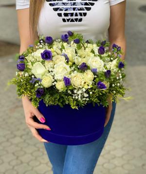 "Arrangement ""Arsoli"" with roses and gypsophila"