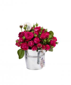 Կոմպոզիցիա «Սոսեմ» պիոն վարդերով
