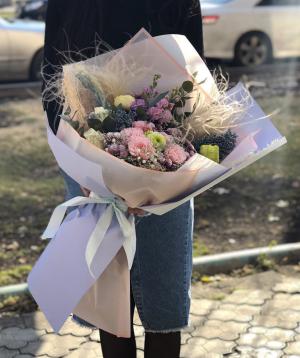 Ծաղկեփունջ  «Պարամարիբո»  պիոնա վարդերով