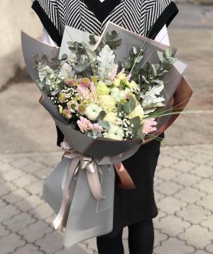 Ծաղկեփունջ  «Մատադի» վարդերով և քրիզանթեմներով