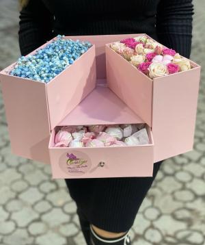 Կոմպոզիցիա  «Չիկապա» ծաղիկներով և քաղցրավենիքով