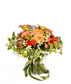 Ծաղկեփունջ «Յորք» վարդերով, լիմոնիումներով և կալաներով