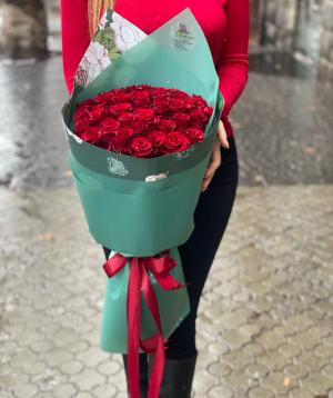 Ծաղկեփունջ  «Գիրարդոտա»  վարդերով