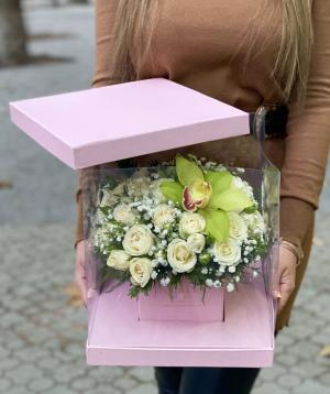 Կոմպոզիցիա  «Իլուկստե» վարդերով և խոլորձներով