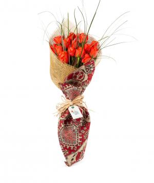 Ծաղկեփունջ «Կոնգո թաուն» վարդերով