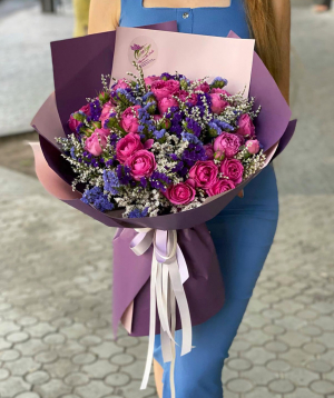 Bouquet `Pastena` with peony roses and lisianthus
