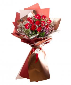 Ծաղկեփունջ «Պադակա» վարդերով և չորածաղիկներով