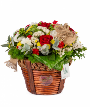 Կոմպոզիցիա «Ֆիլադելֆիա» վարդերով և լիզիանտուսներով
