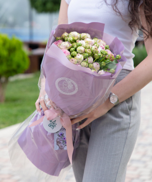 Ծաղկեփունջ «Grania» փնջային պիոնանման վարդերով