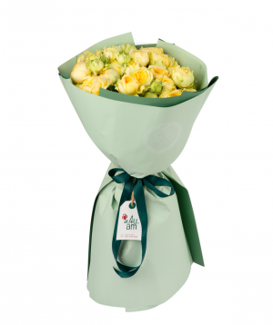 Ծաղկեփունջ «Հեմերա» պիոն վարդերով