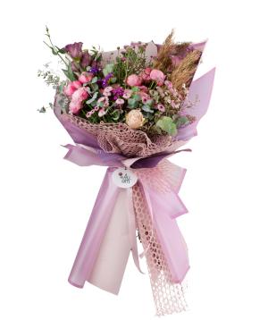 Bouquet `Payakumbuh` of roses, lisianthus, chrysanthemums