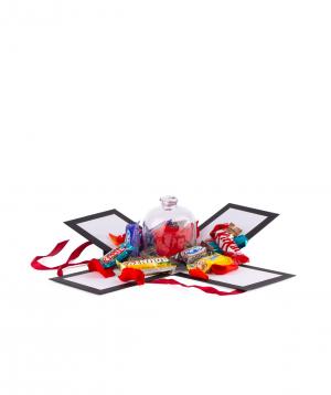 Վարդ «EM Flowers» կարմիր, հավերժական, կոնֆետներով