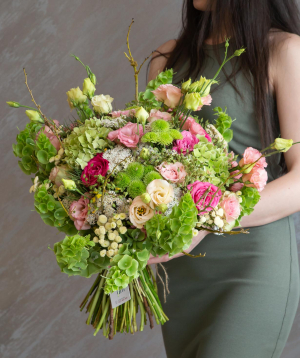 """Bouquet """"Pesha"""" with roses and hydrangeas"""
