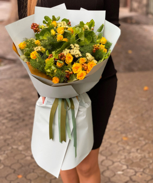 Bouquet `Marachi` with spray roses and limoniums