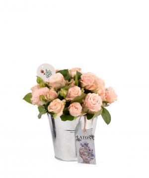 Կոմպոզիցիա «Ալիս» պիոն վարդերով