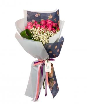 Ծաղկեփունջ  «Ալմիրոս» պիոնա  վարդերով և գիպսոֆիլիաներով