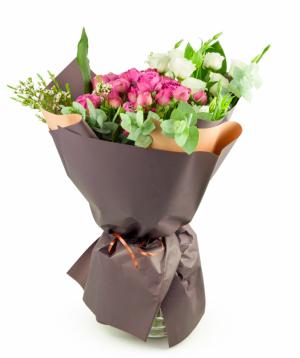 Ծաղկեփունջ «Բակոլի» վարդերով և լիզիանտուսներով
