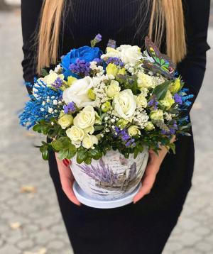 Կոմպոզիցիա «Պեկալոնգան» վարդերով և լիմոնիումներով