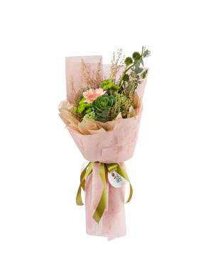 Ծաղկեփունջ «Վուսթեր» քրիզանթեմներով, հերբերայով, դաշտային ծաղիկներով