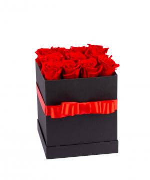 Կոմպոզիցիա «EM Flowers» կարմիր հավերժական վարդերով
