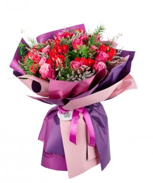 Ծաղկեփունջ «Օրհուս»  վարդերով և դաշտային ծաղիկներով