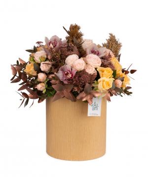 Կոմպոզիցիա «Վիլց» վարդերով, խոլորձներով և էվկալիպտով