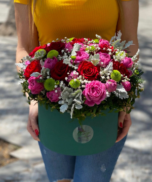 Composition `Casiniana` with roses and gypsophila