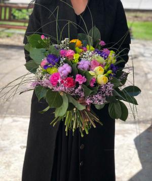 Ծաղկեփունջ  «Միկենք» պիոնա վարդերով և ֆրեզիաներով
