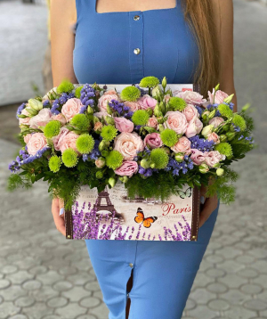 """Composition """"Mentana"""" with lisianthus and chrysanthemums"""