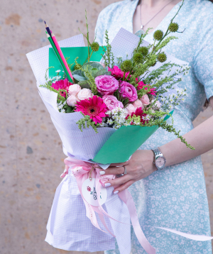 Bouquet `Modling` with roses, gerbera, field flowers