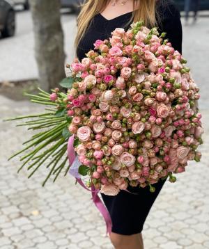Ծաղկեփունջ  «Մալիա» վարդերով