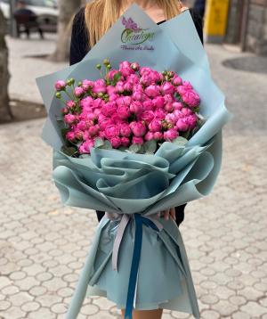 Ծաղկեփունջ  «Մակրակոմի» վարդերով