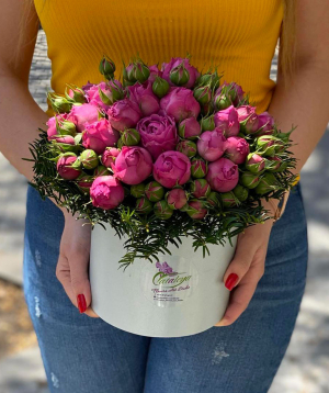 "Composition ""Kalanna"" with spray roses"